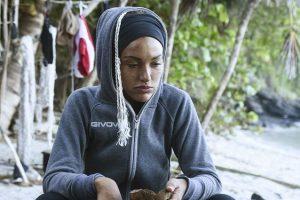 Rosa Perrotta Piange sull'Isola - Mi Occupo dei Miei da Quando mio Padre sta Male