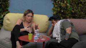 Luigi Favoloso Litiga con Mariana per il Cibo - I Due Fanno Pace e Flirtano.