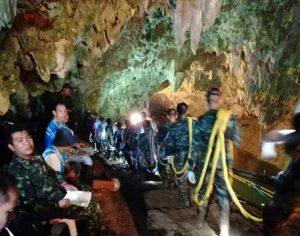 I Ragazzi Thailandesi Prigionieri nella Grotta sono Vivi - Ancora Mesi per Salvarli.