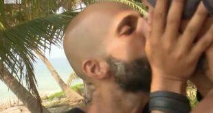Jonathan e Amaurys Perez si Baciano in Bocca - E' Pace Fatta.